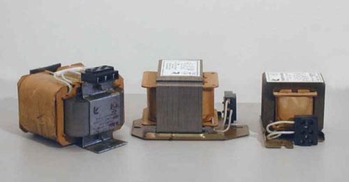 ...разрядных ламп высокого давления типа ДРЛ и ДНАТ при включении их в сеть переменного тока напряжением.