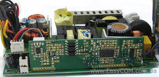 Схема управления блока питания Seasonic SS-300TGW находится на отдельной плате.