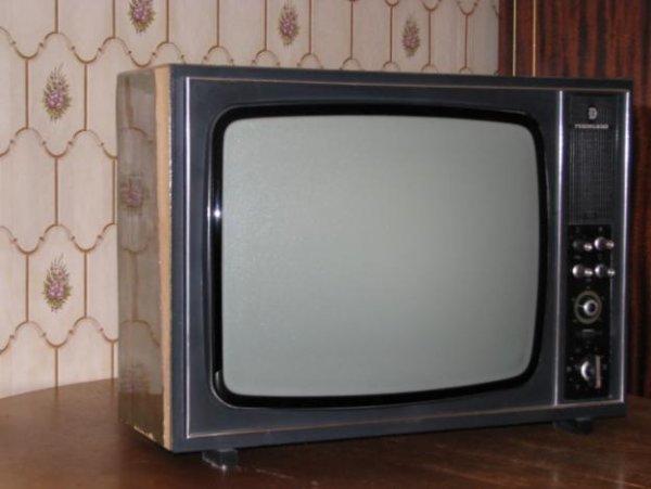 """Продаю телевизор  """"Рекорд В312  """" ч/б ламповый 86 год выпуска и стабилизатор в."""